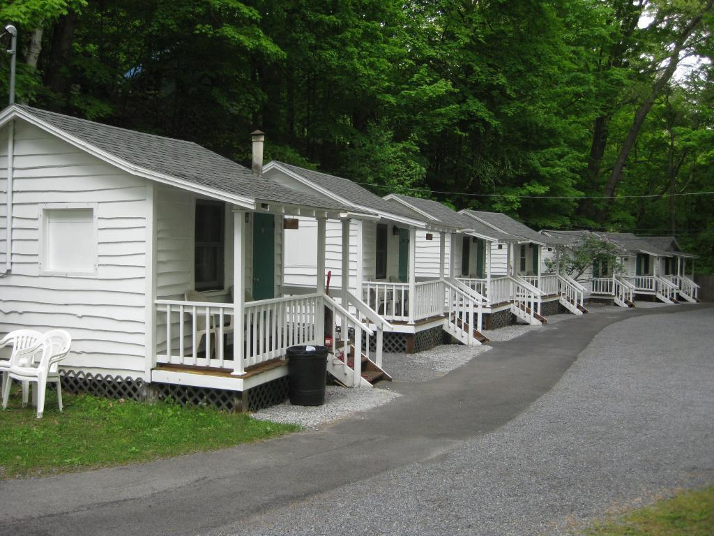hotels reservation near lake George